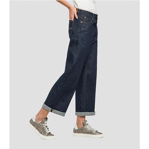Women's cropped-fit jeans in 12oz dark-wash easy raw comfort denim withrinse wash treatment. Low rise, wide ankle-length leg and raw -cut hem. Formal crease and button fly. EXTERNAL CLOTH : 98% Cotton,2% Elastane