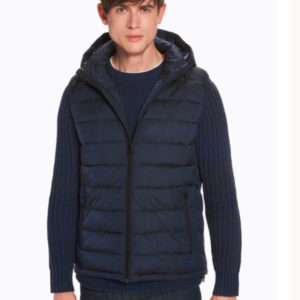 rafted from durable nylon, this classic quilted body warmer features a seasonally printed lining.